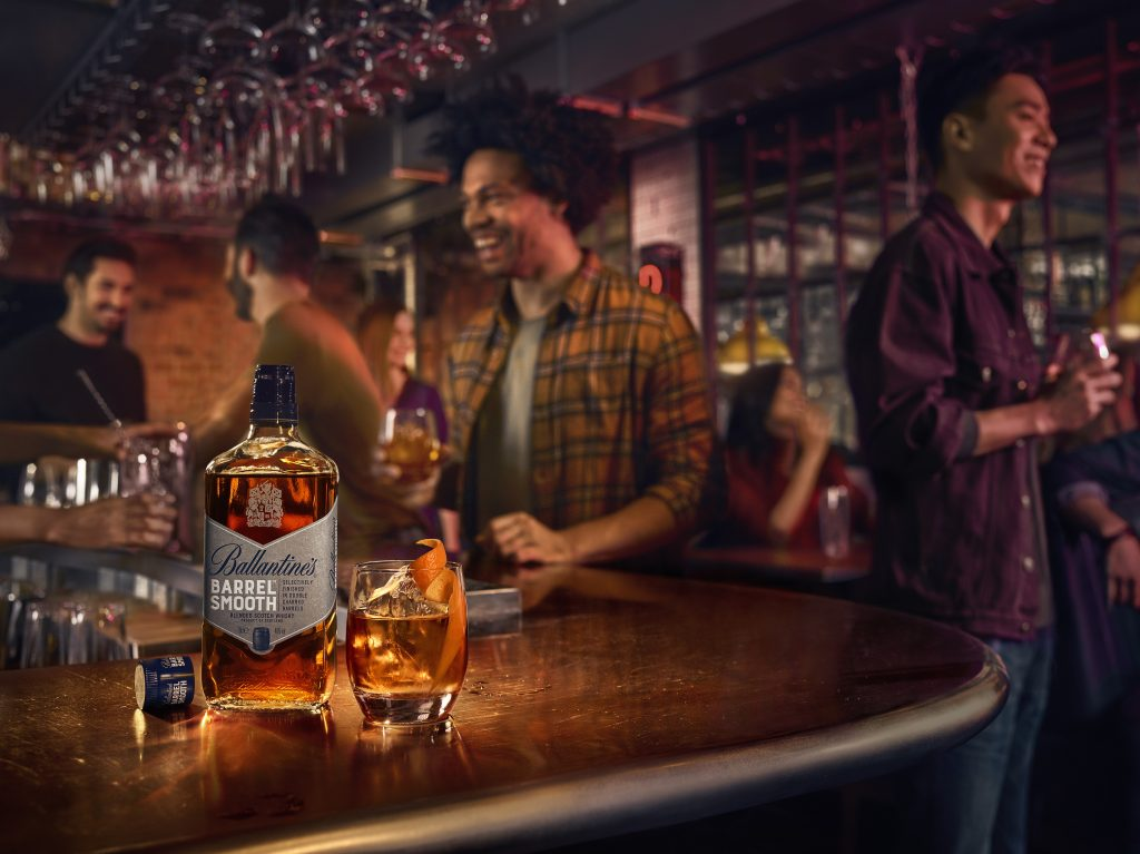RL Ballantines KV S2 with people W2a OldFashioned | Ballantines